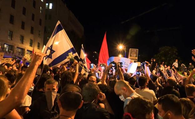 הפגנות מול בית ראש הממשלה (צילום: N12)