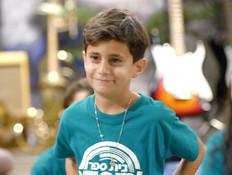 יאיר רפאל מתכונן לדו קרב (צילום: מתוך: בית ספר למוסיקה 4, קשת 12)