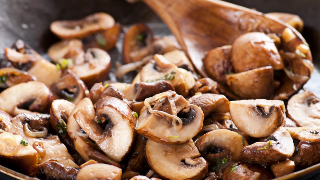 פטריות מטוגנות (צילום: hlphoto, ShutterStock)