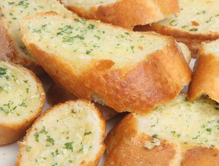 לחם שום לפני הצלייה