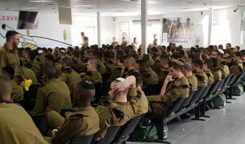 חיילים מתקהלים בבקו