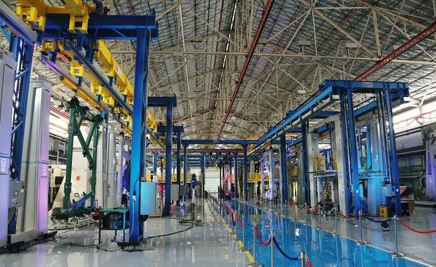 במפעל (צילום: התעשיה האווירית)