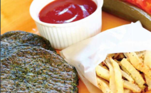 המבורגר צמחוני +צ'יפס קולורבי (צילום: הגר שפר)