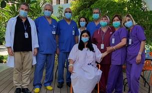 מורן מלול בפגישה עם הצוות שהציל את חייה  (צילום: דוברות המרכז הרפואי הלל יפה)