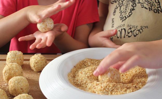 קציצות גבינה - ההכנה (צילום: אסתי רותם, אוכל טוב)