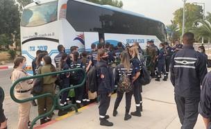 התקהלות  חיילים ליד בסיס חייל האוויר חצור