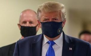 טראמפ עם מסכה (צילום: BBC)