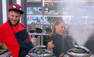 """חיים בסרט: ירדן ואושרי מנסים סיר לחץ (צילום: """"MKR המטבח המנצח"""", קשת 12)"""
