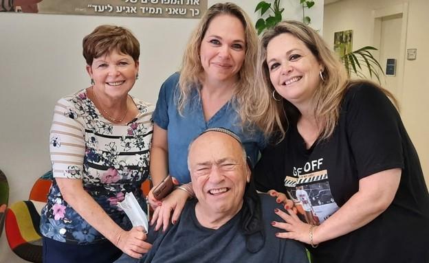חנינא פרבר עם רעייתו רבקה ובנותיו טלי ושימרית