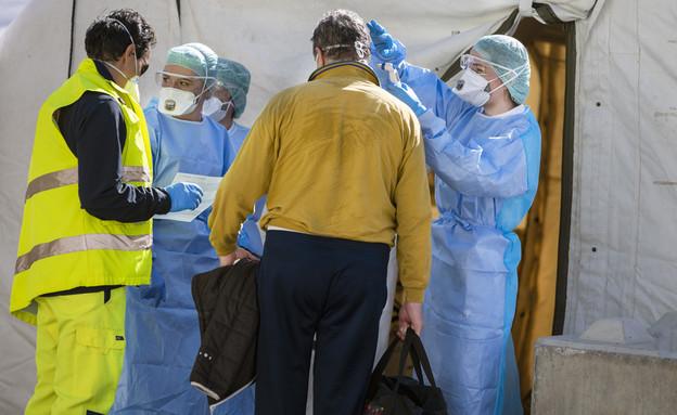 קורונה, צוות רפואי (צילום:  faboi, shutterstock)