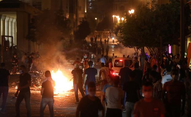 המחאות מחוץ לפרלמנט הלבנוני (צילום: רויטרס)