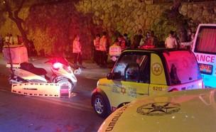 """תאונה בשכונת רמות בירושלים (צילום: מד""""א )"""
