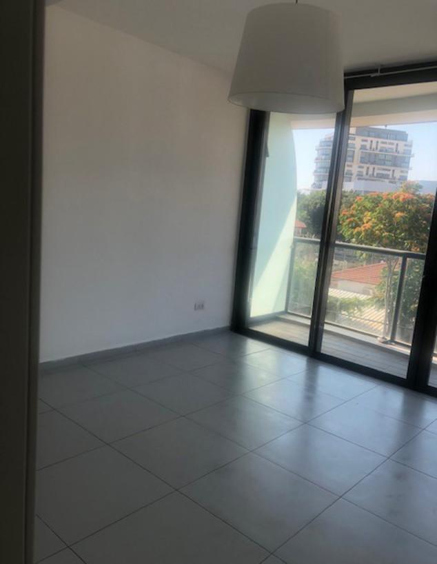 דירה בתל אביב, עיצוב פזית קורן, לפני - 1 (צילום: פזית קורן)