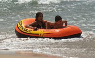 """האיש שהציל שלושה זרים מטביעה בים (צילום: מתוך """"חדשות הבוקר"""" , קשת 12)"""