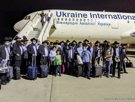"""למרות הסגר: מאות חסידי חב""""ד טסו לקזחסטן"""