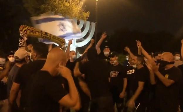 חברי לה פמיליה בהפגנה (צילום: עד ראייה)