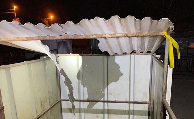 La structure endommagée jette un hélicoptère des FDI
