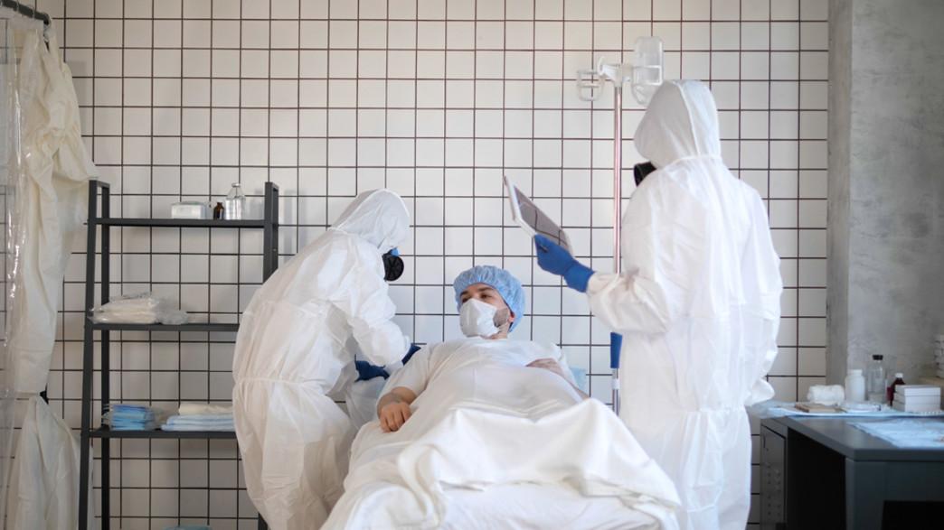 חולה קורונה (צילום:  FunKey Factory, shutterstock)