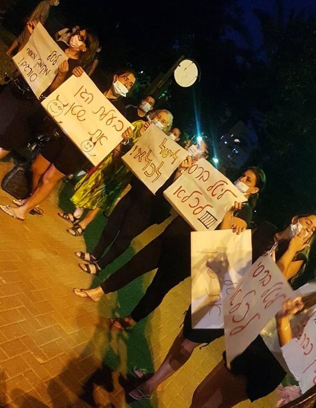 הפגנה מול ביתה של ליטל ברסי