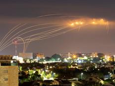 כיפת ברזל מיירטת רקטות בעוטף עזה (צילום: רויטרס)