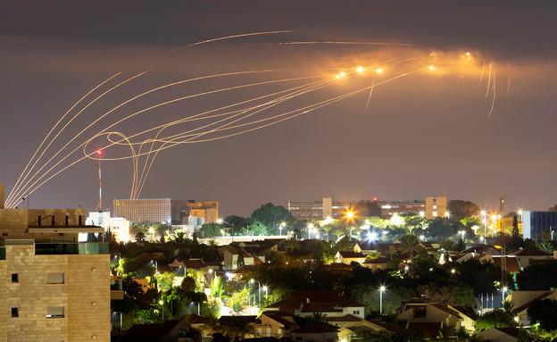 כיפת ברזל מיירטת רקטות בעוטף עזה (צילום: שי פרנקו, רויטרס)