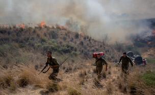 שרפה ליד קיבוץ בארי בשל בלוני תבערה (צילום: יונתן זינדל, פלאש 90)