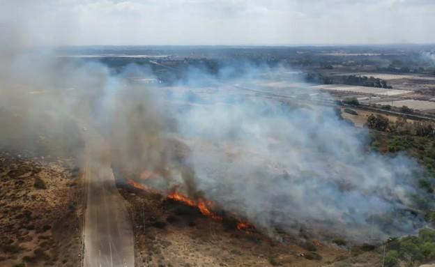 שריפה ליד קיבוץ זיקים (צילום: אמנון זיו)