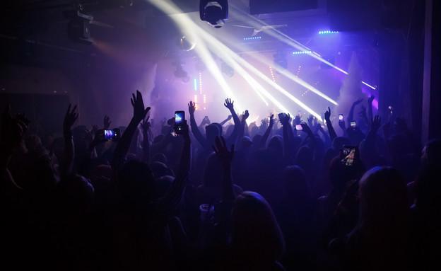 מסיבה חשוכה  (צילום: shutterstock_By Rimgaudas Budrys)