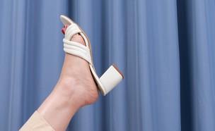 כפכפים על עקב (צילום: רן עזרא)