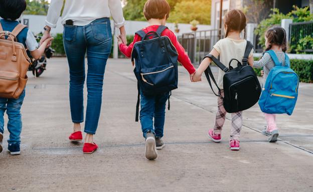 ילדים בדרך לבית הספר (צילום: Potential Filmmaker, shutterstock)
