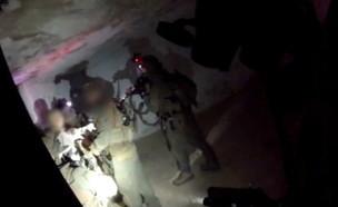 תיעוד מעצר החשוד בדקירה בראש העין  (צילום: דוברות המשטרה)