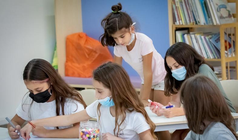 תלמידים עם מסכות (צילום: חן לאופולד, פלאש 90)