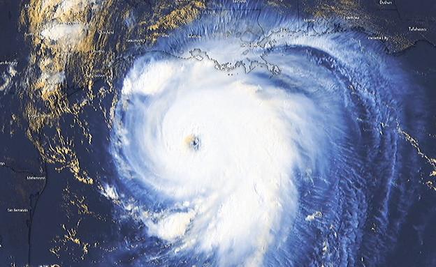 """הוריקן לאורה בדרך ללואיזיאנה בארה""""ב (צילום: windy)"""