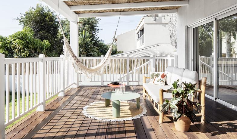 בית בתל אביב, עיצוב מיכל וולפסון ואורלי אביטל, מרפסת (צילום: איתי בנית)