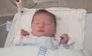 תינוק בריא שנולד להורים עם מחלות גנטיות (צילום: בית החולים איכילוב)