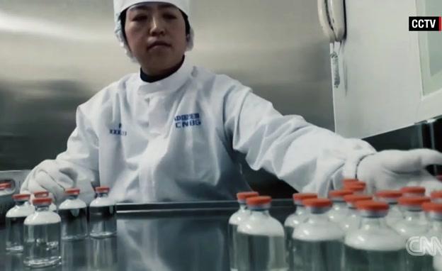 ביקור במעבדה הסינית שעומדת לייצר חיסון לקורונה (צילום: חדשות)