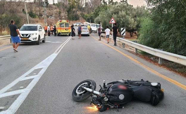 """רוכב אופנוע נהרג בתאונה (צילום: תיעוד מבצעי מד""""א)"""
