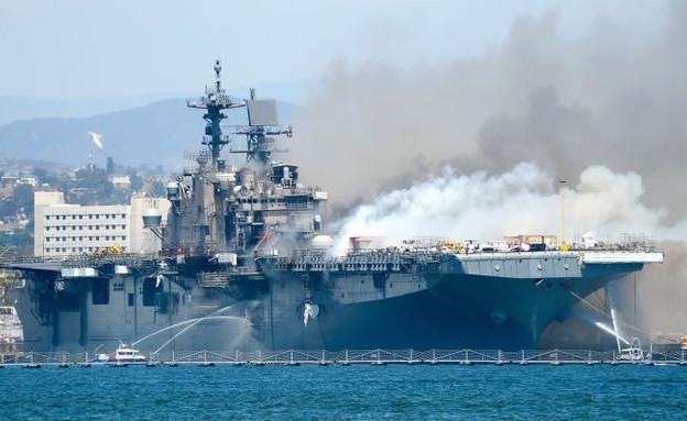 השריפה (צילום: Lt. John J. Mike/U.S. Navy, GettyImages)