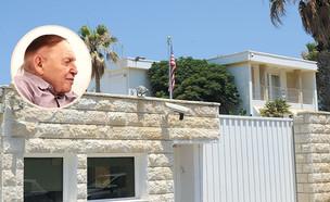 בית השגריר ברחוב גלי תכלת בהרצליה ושלדון אדלסון (בעיגול) (צילום: איל יצהר, גלובס)