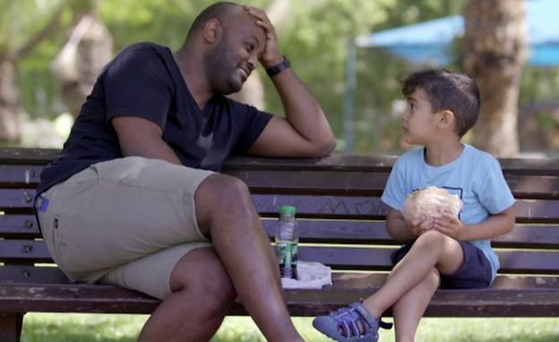 """ד""""ר יוני ראובן ובנו מור (צילום: מתוך """"המתמחים"""", קשת 12)"""