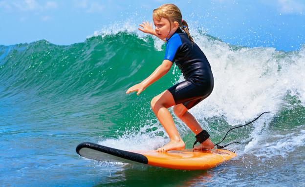 חוג גלישה (צילום: Surfing class for children)