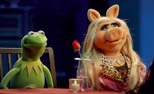 """מיס פיגי וקרמיט, """"החבובות עכשיו"""" (צילום: Disney Media Distribution)"""