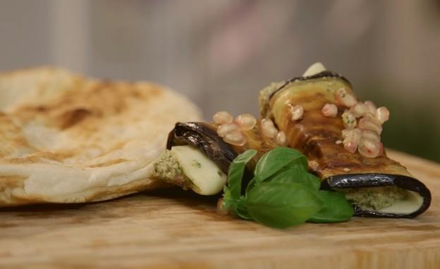 גלילות חצילים עם גבינת קשקבל  (צילום: אמהות מבשלות ביחד, ערוץ 24 החדש)