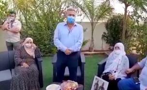 השר עמיר פרץ מגיע להתנצל בפני משפחת אבו אלקיען
