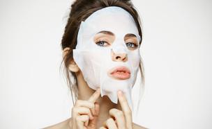 מסכת בד לטיפוח העור (צילום: shutterstock | Cookie Studio)