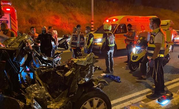 """זירת התאונה, הלילה (צילום: תיעוד מבצעי מד""""א)"""