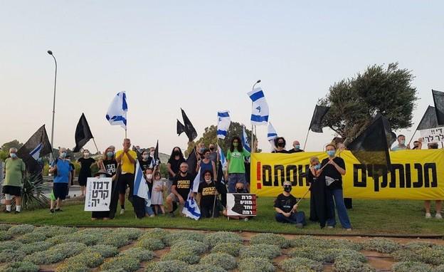 מחאת הדגלים השחורים בצומת סעד (צילום: מחאת הדגלים השחורים)