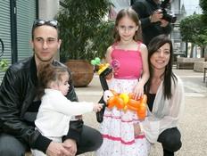 מילה אמדורסקי חוגגת יום הולדת, מיכל אמדורסקי ואסף (צילום: שוקה כהן)