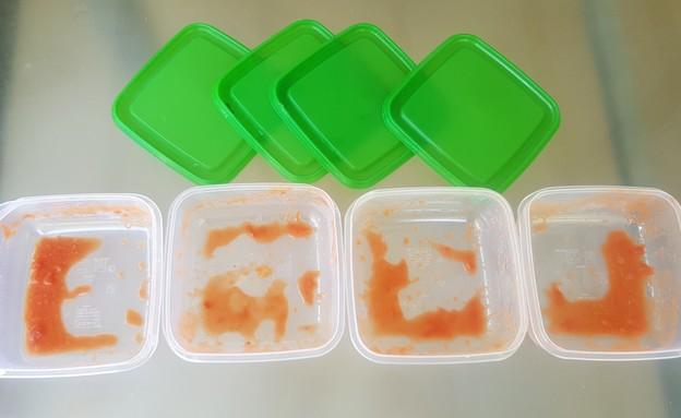 ניקוי קופסאות פלסטיק 1 (צילום: יוליה פריליק-ניב)