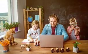עבודה עם ילדים (אילוסטרציה: By Sharomka, shutterstock)